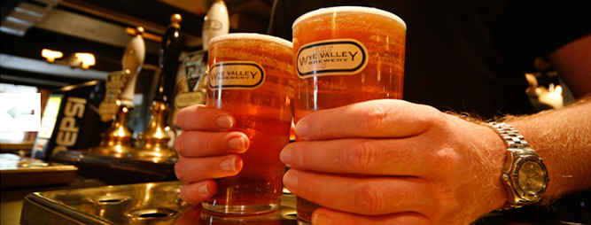 photo of two freshly pulled pints of Wye Valley Ale at Three Horseshoes at Allensmore near Hereford on the A465
